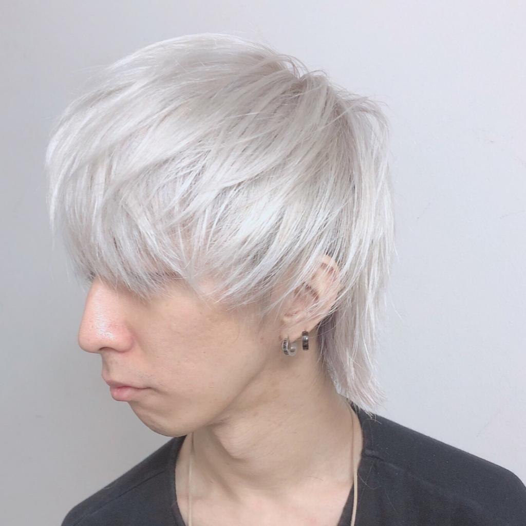 ホワイトショートのメンズ派手髪