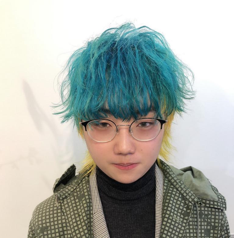 青緑×黄ツートーンカラーのメンズショート派手髪