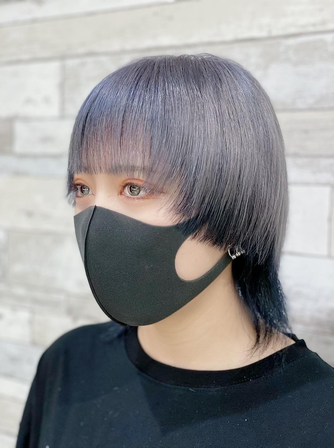 暗めの派手髪×ウルフカット